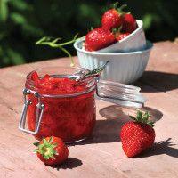Alternativt kan du lage rørte jordbær. Sunt og godt!