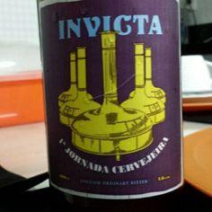Cerveja 1ª Jornada Cervejeira, estilo Extra Special Bitter/English Pale Ale, produzida por Cervejaria Invicta, Brasil. 4.6% ABV de álcool.