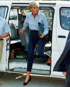 car campaign 20 Timeless Princess Diana Style Outfits You Can Copy Right Now Princesa Diana, Princess Diana Fashion, Princess Diana Hair, Princess Diana Dresses, Princess Diana Family, Princess Outfits, Casual Chique, Estilo Real, Lady Diana Spencer