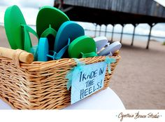 Great idea for a beach wedding/ reception, you could also give these out as personalized favours for your guests.
