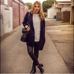 @leblondefox in EXECUTIVE • Black Leather ✔️ #regram #executive #ankleboots #windsorsmith