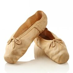 Ballet shoes carved out of wood, by Livio De Marchi. Ceramic Shoes, Ballet Shoes, Dance Shoes, Ballet Music, Dance Ballet, Wood Carving Art, Wood Carvings, Wood Creations, Driftwood Art