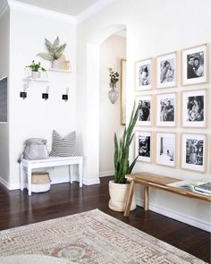 65 white paint colors are very attractive for the atmosphere of your living room . - Wohnaccessoires - 65 white paint colors are very attractive for the atmosphere of your living room - Entryway Wall Decor, Decor Room, Living Room Decor, Diy Home Decor, Hallway Bench, Entry Wall, Bedroom Decor, Bedroom Wall, Bench Decor