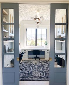 -Blue pocket doors and a wallpapered ceiling! What is there not to love about thi… Blue pocket doors and a wallpapered ceiling! What is there not to love about this homework room! Office Nook, Home Office Space, Home Office Design, Home Office Decor, House Design, Office Ideas, Home Office Furniture Design, Hallway Office, Office Inspo