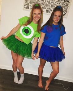 Looking out for easy Bestie Halloween Costumes? HERE are some scary & funny Halloween Costumes for BFFs which will make your friendship shine bright. Costume Halloween Duo, Halloween Outfits, Partner Halloween Costumes, Halloween Costumes For Teens Girls, Cute Group Halloween Costumes, Couples Halloween, Cute Costumes, Halloween Costumes For Bestfriends, Group Costumes