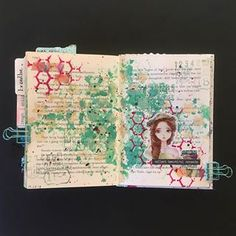 New series of 5 minute art journal pages! This time 6 pages using the same materials 😁 Once I get going, there's no stopping me! 🤣This first one ran a little overtime as I had a complete brain freeze in the middle... kinda flexed time a bit... Hey, it's me making the rules here! 😆 Rules are made of elastic bands, right?! 😇Process video is on YouTube, link in bio or search for justmecreating 👍🏻