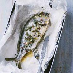 Orata al cartoccio Seafood Cioppino, Seafood Risotto, Seafood Bake, Grilled Seafood, Seafood Appetizers, Seafood Salad, Fish Recipes, Seafood Recipes, Cooking Recipes