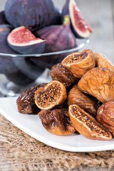Τα καθημερινά εδέσματα των αρχαίων Ελλήνων Dried Figs, Dried Fruit, Raw Food Recipes, Dessert Recipes, Healthy Recipes, Food Art, A Food, Fruit Photography, Dessert Drinks