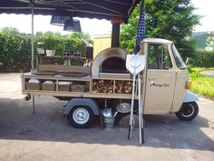 this simple my next farmers market unit! Wood Oven, Wood Fired Oven, Wood Fired Pizza, Coffee Carts, Coffee Truck, Pizza Italia, Pizza Vans, Mobile Pizza Oven, Pizza Food Truck