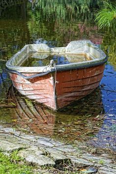 Abandoned boat by Rosario Manzo Old Boats, Small Boats, Abandoned Ships, Abandoned Asylums, Abandoned Houses, Abandoned Places, Haunted Houses, Abandoned Castles, Pinterest Pinturas
