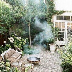 French Cottage Garden, Cottage Garden Design, Farmhouse Garden, Small Garden Design, Farm Gardens, Small Gardens, Pergola Patio, Backyard Landscaping, Pergola Kits