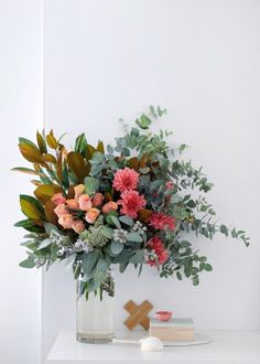 How to arrange a statement flower arrangement like a florist - step by step guide