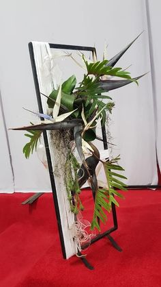 Unique Flower Arrangements, Unique Flowers, Fresh Flowers, Flower Frame, Flower Art, Sogetsu Ikebana, Design Competitions, Art Floral, Floral Designs