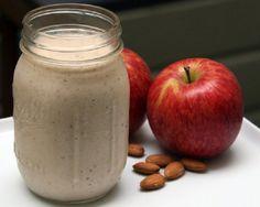 שייק תפוחים עם חלב ויוגורט שיכול להוות ארוחת בוקר טעימה, בריאה ומהירת הכנה.