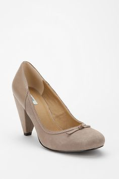 love the color.  perfect heel size for a mom with a toddler.