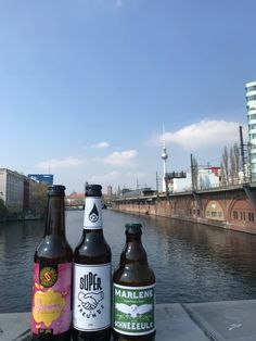 Schöne Aussichten in Berlin  Das neue Juice von @schoppe bräu  #craftbeer #beer #bier #craftbrew #microbrew #ale #paleale #ipa #neipa #photooftheday #picoftheday #beeroftheday #beerpics #beerporn #beergasm #beerlover #beerme #beertime #beerfest #craftbeerculture #nofilter #craftnotcrap #cheers #prost #germany #deutschland #schoppe #brauerei #berlin #friends