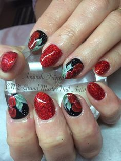 How amazing are these #poppy #nails by Amanda Trivett @nailsashburton using #cndshellac and #lecente holographic #glitter #lovelecente