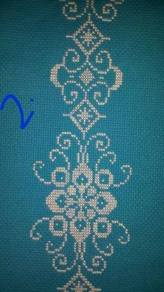 Really nice Cross-Stitch towel and pattern. Crochet Art, Filet Crochet, Crochet Crafts, Mantel Azul, Cross Stitch Boarders, Diy And Crafts, Arts And Crafts, Chicken Scratch Embroidery, Yarn Painting