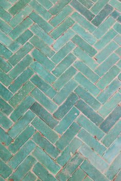 Tiles Bejmat carreaux rectangulaires ART ET SUD How Baby Monitors Work One of the favorite thin Tuile Turquoise, Turquoise Tile, Sarah Tucker, Painting Tile Floors, Cool Pools, Pool Landscaping, Tile Patterns, Tile Design, Wall Tiles