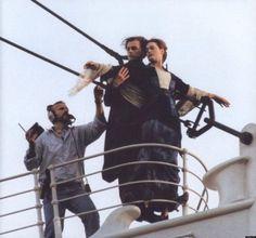 """Lo Squalo di Steven Spielberg? Non era poi così spaventoso se persino il suo regista, tra una scena e l'altra, si divertiva a """"riposare"""" tra le sue fauci. E le gemelle di Shining? Non"""