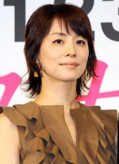 Yuriko Ishida Ishida Yuriko born October 3 1969 is a Japanese actress and essayist from Nagoya She was the Japanese voice of the title c Cute Hairstyles, Asian Beauty, Beautiful Women, Singer, Japanese, Culture, Actresses, Lady, Hair Styles