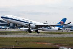 Airbus A330-223, China Southern Airlines, B-6515, cn 1116, 218 passengers, first flight  21.4.2010, China Southern delivered 11.5.2010. 3.6.2016 flight Guangzhou - Beijing. Foto: Guangzhou, China, 30.1.2016.