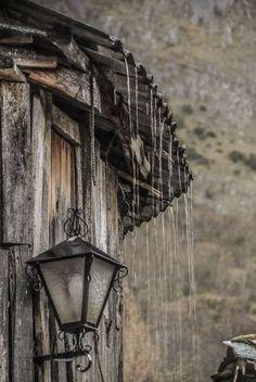 """(...) Que não é chuva, mas um sussurrar/ Que de si mesmo, ao sussurrar, se esquece. Fernando Pessoa, in """"Cancioneiro""""; [Foto de Teo Garcia Lopez, in  Peñalba de Santiago, Espanha.]"""