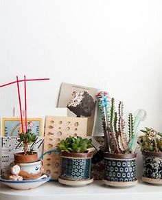 Mmm would love to have these pots for my succulents Beautiful Houses Interior, Beautiful Homes, Terrarium Supplies, Cactus, Belle Plante, Pot Plante, Cacti And Succulents, Cacti Garden, Handmade Home