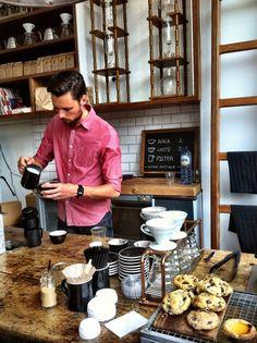 De beste koffie van Amsterdam vind je bij Lot Sixty One.