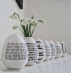 DIY the writing easter poems. Hoppy Easter, Easter Bunny, Easter Eggs, Spring Crafts, Holiday Crafts, Easter Poems, Diy Ostern, Egg Designs, Egg Art