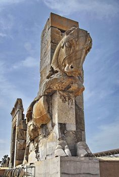 Detail of the north-western bull statue guarding the Throne Hall of Persepolis, Iran (Hajiabad (XX), Fars, Iran) by youngrobv