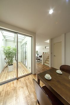 Japanese Home Design, Japanese House, 2 Bedroom House Plans, House Rooms, Interior Garden, Home Interior Design, Style At Home, Rooftop Terrace Design, Indoor Courtyard