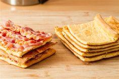 """Ohne Kohlenhydrate zu frühstücken fällt oftmals besonders schwer, da ein Frühstück klassischer Weise aus Semmeln, Brezen, Brot und Müsli besteht. Da kam ein wenig Abwechslung zu Rühr- oder Spiegelei in Form dieses leckeren """"Brotes"""" gerade recht! :-)"""