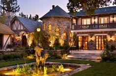 #éclairage_de_jardin dans une grande maison