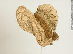 Bonnet  1800-1810, 19th century  30.3 x 20.2 cm  Gift of Mrs. J. Reid Hyde  M972.53.4  © McCord Museum