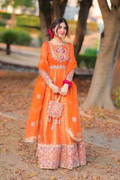 Beautiful Pakistani Dresses, Pakistani Dress Design, Beautiful Dresses, Wedding Dresses For Girls, Girls Dresses, Mayon Dresses, Pakistani Models, Pakistani Shadi, Anarkali Gown