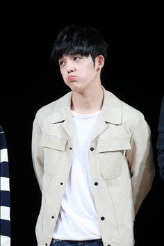 ini pacar gua,ok! Seventeen Leader, Seventeen Debut, Seventeen Memes, Hip Hop, Woozi, Jeonghan, Daegu, Rapper, Choi Hansol