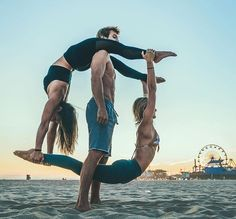 16 photos proving why partner yoga can be the next big thing for a strong and healthy relationship #RingaRingo'YogaPoses! #partneryoga