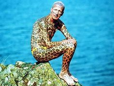 The first in the list for obvious reasons is the Leopard man- 67 years old, Tom Leppard . Almost of his body is tattooed with striking leopard print. He chose to shy away from the modern lifestyle and thus lives in a hand built house. 10 Tattoo, Bad Tattoos, Tattoos For Guys, Worst Tattoos, Leopard Tattoos, Guinness Book, Guinness World, Rheumatische Arthritis, Bizarre Animals