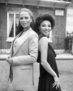 Jackie Collins with her sister