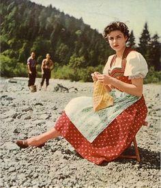 Ingrid Bergman, knitting on the beach.