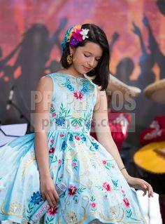Angela-Aguilar-26th-Annual-Fiesta-Broadway-in-Los-Angeles---April-26,-2015.jpg (443×600)