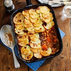Hotpot recipe – Slimming World Beef and bean hotpot bake Beef Recipes, Baking Recipes, Yummy Recipes, Recipies, Syn Free Sausages, Beef Hotpot, Slimming World Beef, Potato Toppings, Beef And Potatoes