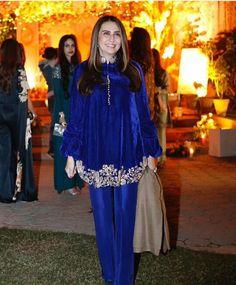 Velvet Kurtis Design, Velvet Suit Design, Velvet Dress Designs, Simple Pakistani Dresses, Pakistani Fashion Casual, Indian Fashion, Indian Dresses, Stylish Dress Designs, Stylish Dresses