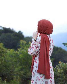 PIN / ZAINABYour scarf is a vital portion within the apparel of girls with hijab. Stylish Hijab, Hijab Chic, Iranian Women Fashion, Muslim Fashion, Modest Fashion, Fashion Outfits, Hijabi Girl, Girl Hijab, Hijab Hipster