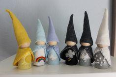Faite par aimer les mains tandis que mes enfants Pan & dream, ces Waldorf inspiré Gnomes de jardin viennent de ma maison à la vôtre à grande joie et inspirer les rêveurs dans votre vie.  Cette liste est pour un ensemble de six gnomes qui représentent les conditions météorologiques. Ces nains de jardin sont parfaites pour Waldorf anniversaire anneaux ou des étagères de saison de la maison.  Votre jeu va inclure les éléments suivants : Sun Nuageux Pluie Foudre Neige Ciel gris Arc en ciel  S...