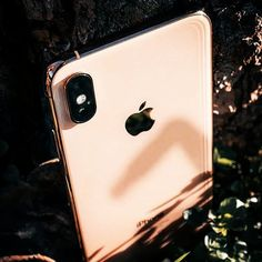 All that glitters is GOLD, and that is the case of my new iPhone XS Max Gold Iphone 7plus Rose Gold, New Iphone, Apple Iphone, Cute Cases, All That Glitters, Apples, Smartphone, Aesthetics, Pastel
