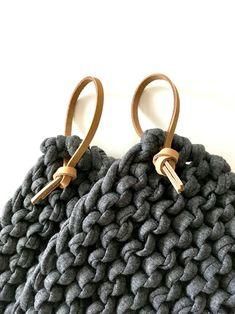 Yarn Projects, Crochet Projects, Sewing Projects, Leather Gifts, Leather Craft, Crochet Home, Knit Crochet, Knitting Patterns, Crochet Patterns