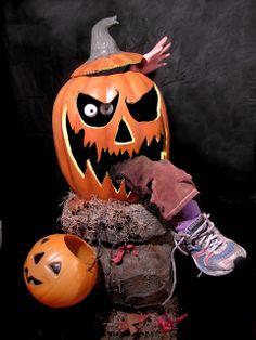 6 Days 'Til Halloween: The Return of Peter Pumpkin 6 Days 'Til Halloween: The Return of Peter Pumpkin Halloween Displays, Diy Halloween Decorations, Holidays Halloween, Halloween Crafts, Happy Halloween, Halloween Prop, Halloween Witches, Scary Halloween Pumpkins, Halloween Costumes