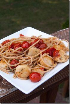 Sautéed Scallops with Fresh Tomato Sauce